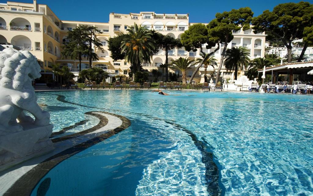 The swimming pool at or near Hotel Quisisana