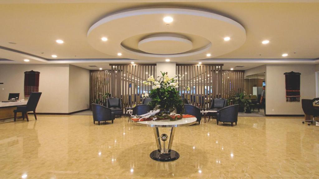 The lobby or reception area at Horison Sky Kualanamu