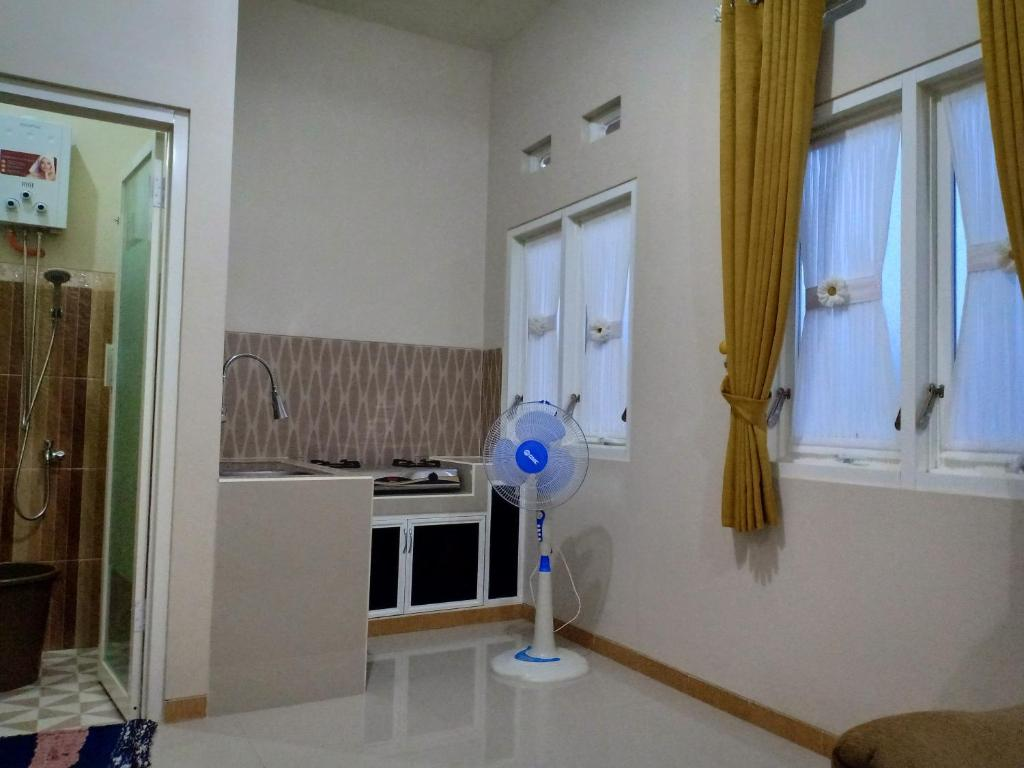 A kitchen or kitchenette at Green homestay