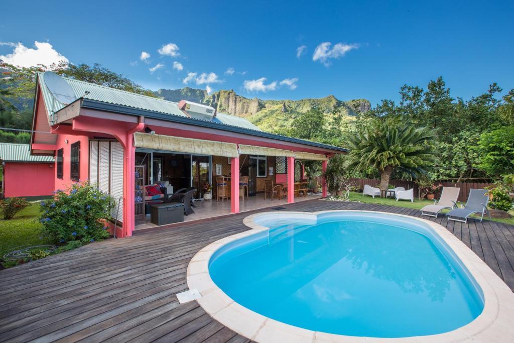 A piscina localizada em Villa Moemoea ou nos arredores