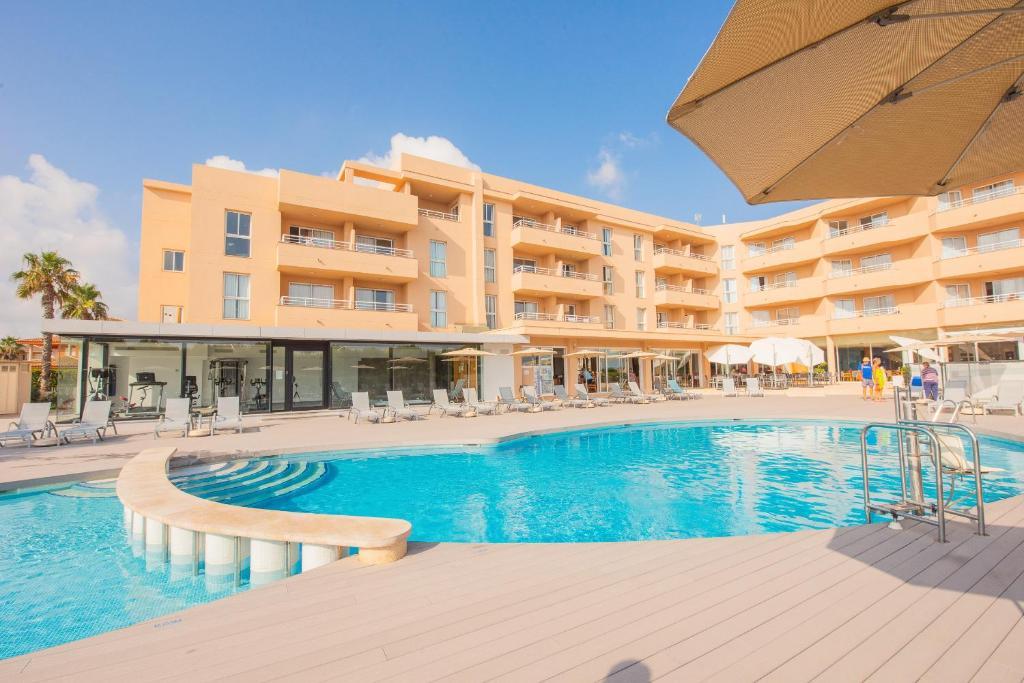 Het zwembad bij of vlak bij Aparthotel Dunes Platja