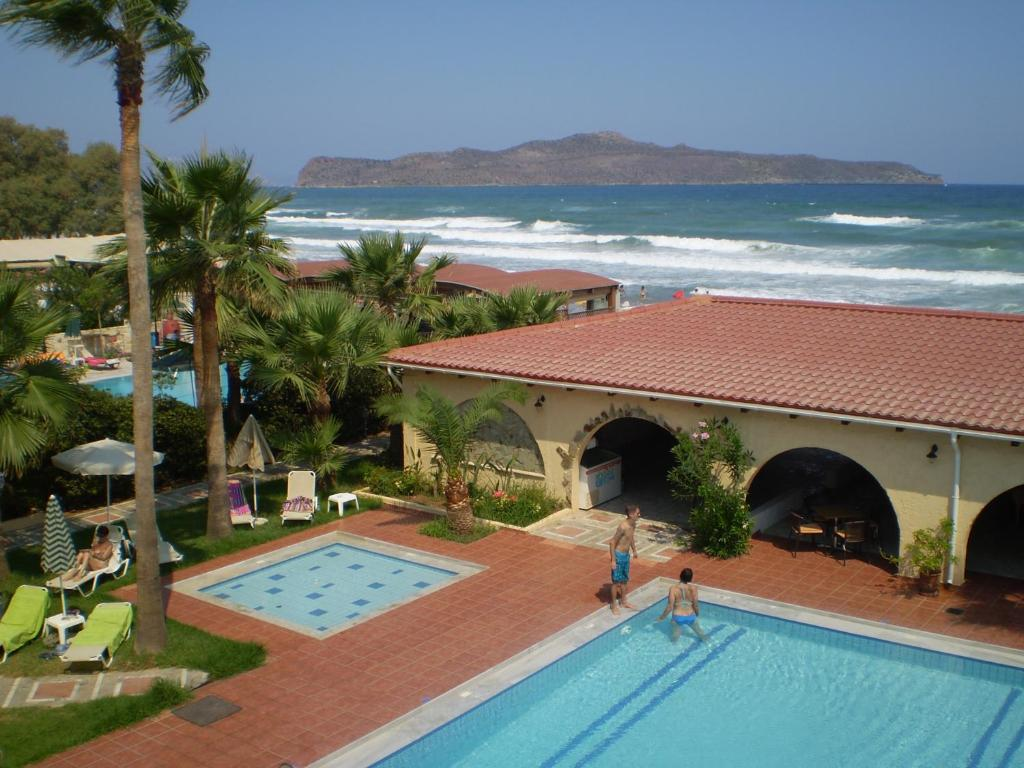 A view of the pool at Atlantis Beach Hotel or nearby