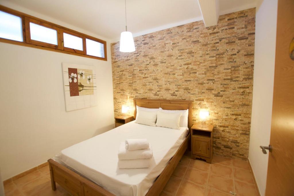 A bed or beds in a room at Apartament Boix petit