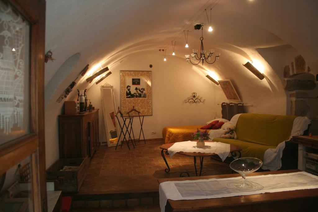 Coin salon dans l'établissement Chambre d'hôtes La Romarine