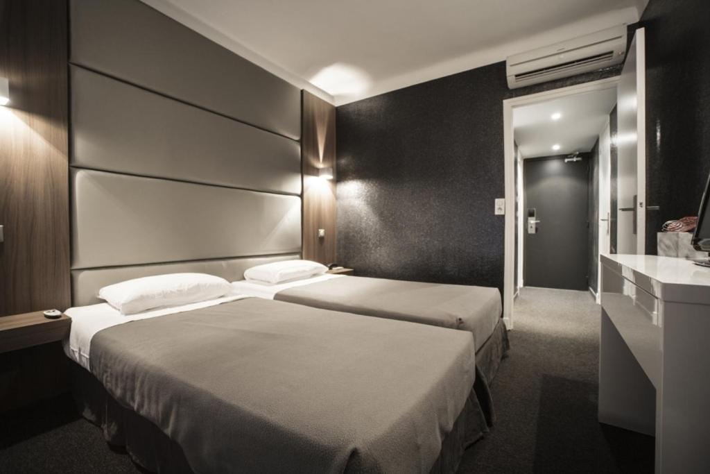 A bed or beds in a room at Hotel Schtak