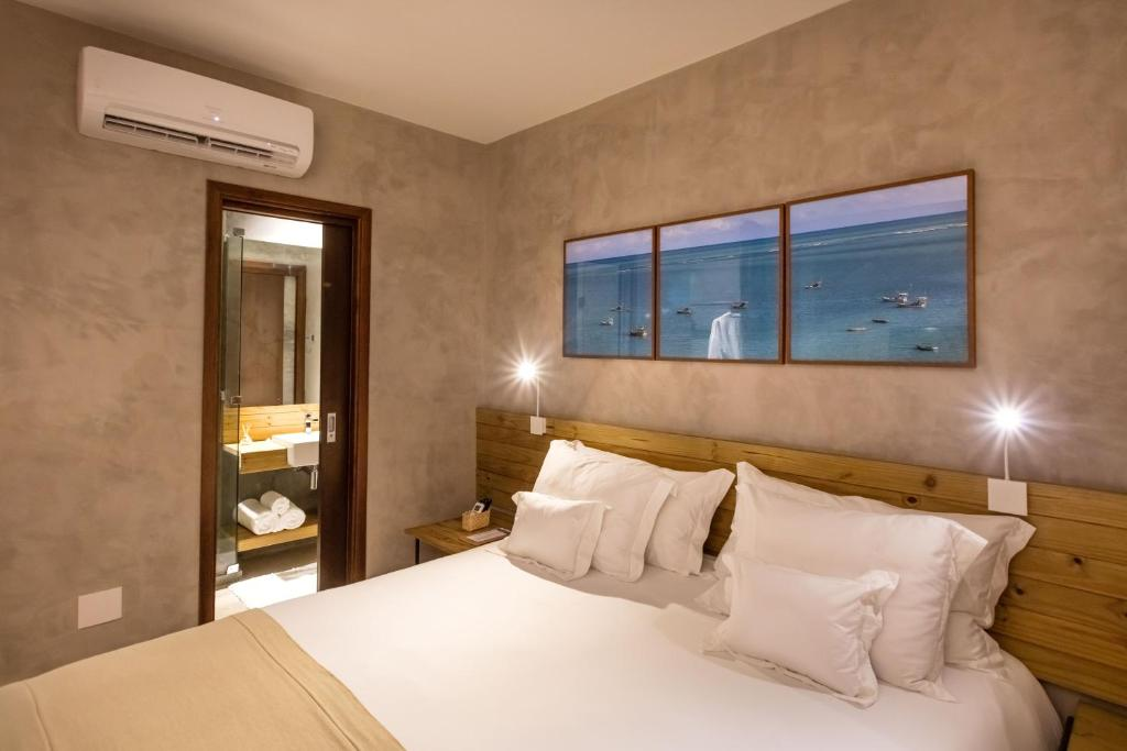 A bed or beds in a room at Flor de Lis Exclusive Hotel