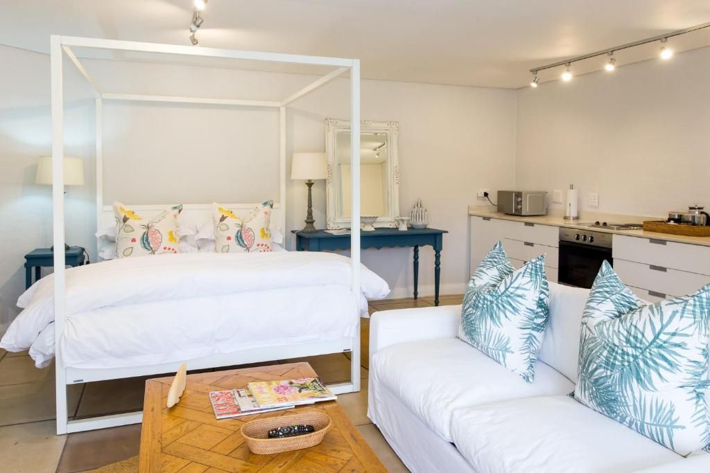 A bunk bed or bunk beds in a room at Lexden