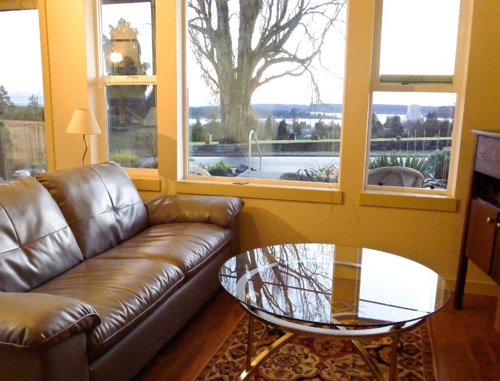 A seating area at AnnArthur Guest House