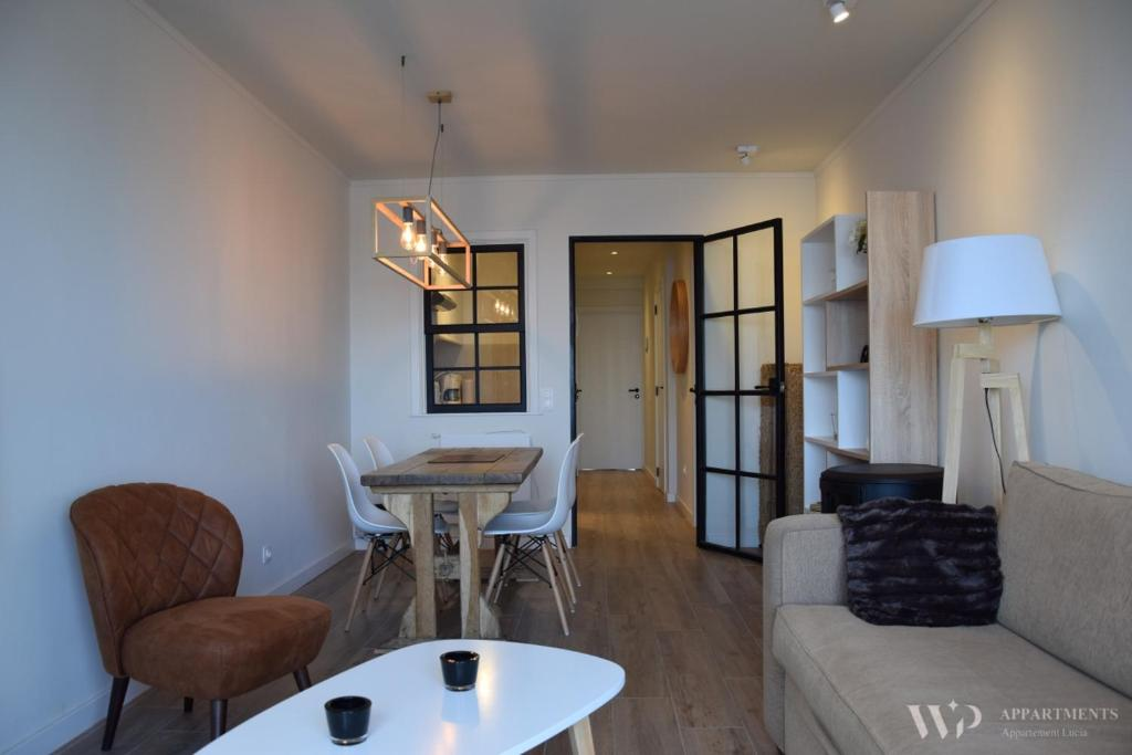Ein Sitzbereich in der Unterkunft Appartement Lucia, 8ste verdieping