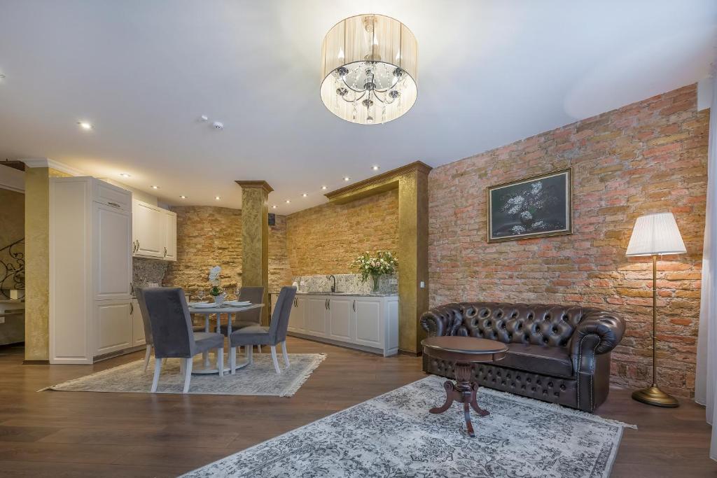 A seating area at Kesminta Apartments