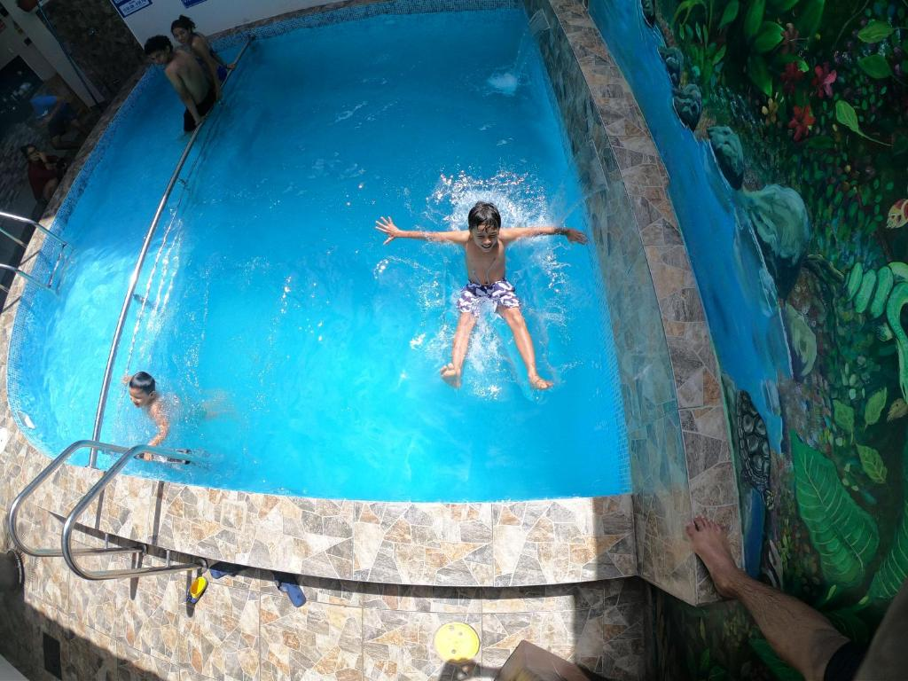 The swimming pool at or close to Residencial Marina House