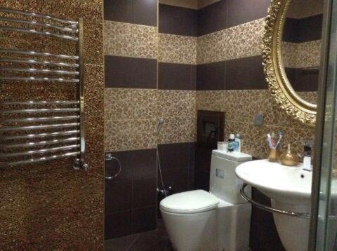 Um banheiro em Nizami Street 22