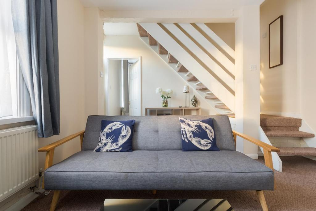 A seating area at Well presented 2 bedroom house - sleeps four