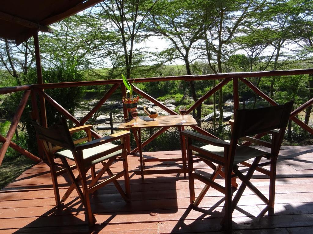 A balcony or terrace at Crocodile Camp-Masai Mara