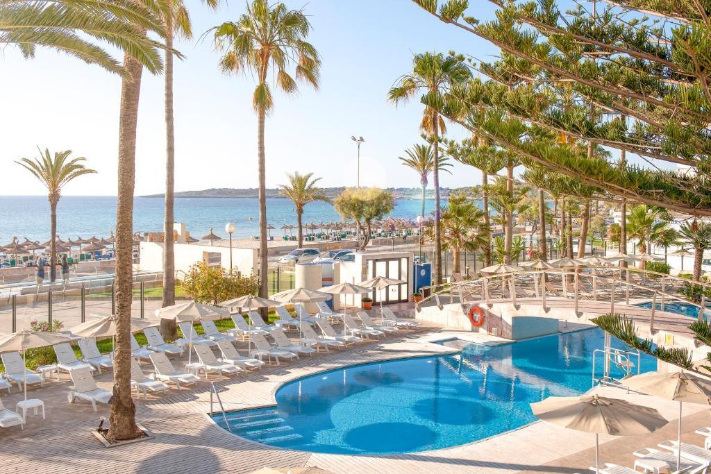 Uitzicht op het zwembad bij CM Playa del Moro of in de buurt
