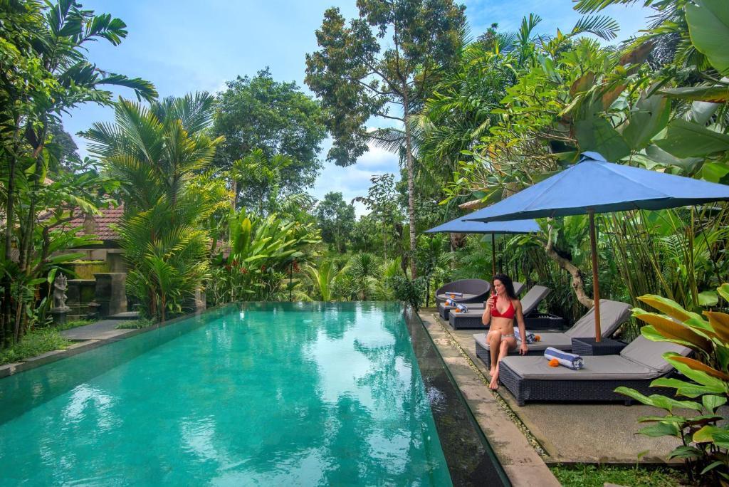 Der Swimmingpool an oder in der Nähe von Alam Dania Cottage