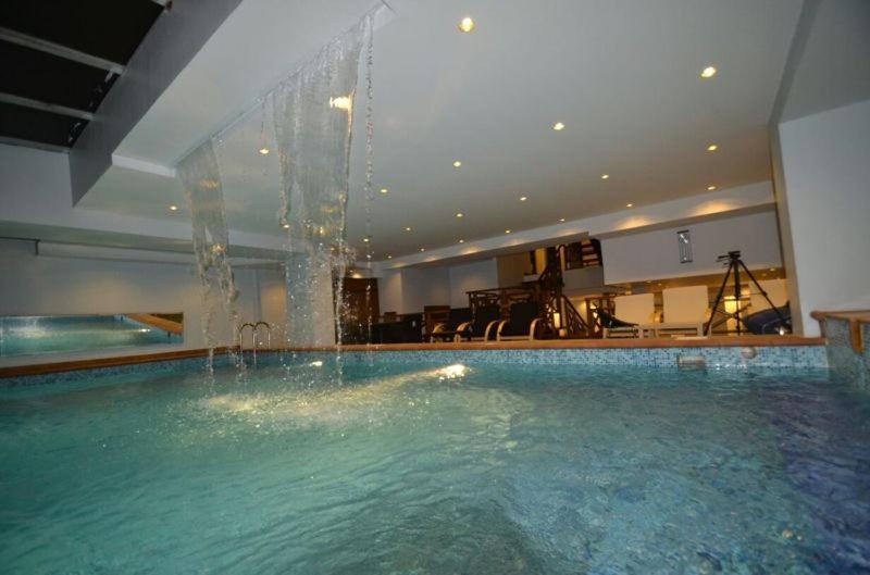 A piscina localizada em Palm Beach Villa ou nos arredores