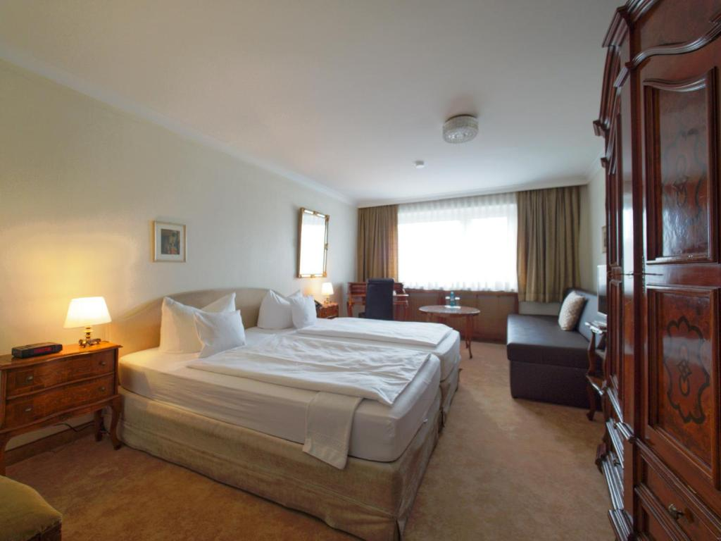 A bed or beds in a room at Hotel Kraft