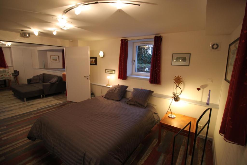 A bed or beds in a room at Confort et calme à Colmar
