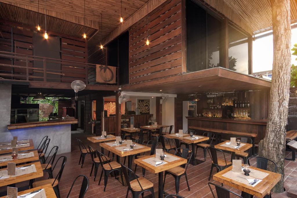 Ein Restaurant oder anderes Speiselokal in der Unterkunft The Box - Lipe Resort