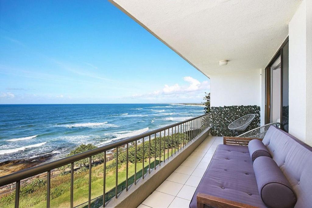 A balcony or terrace at Edgecliffe Unit 7, 4 Bulcock Beach Esplanade Kings Beach