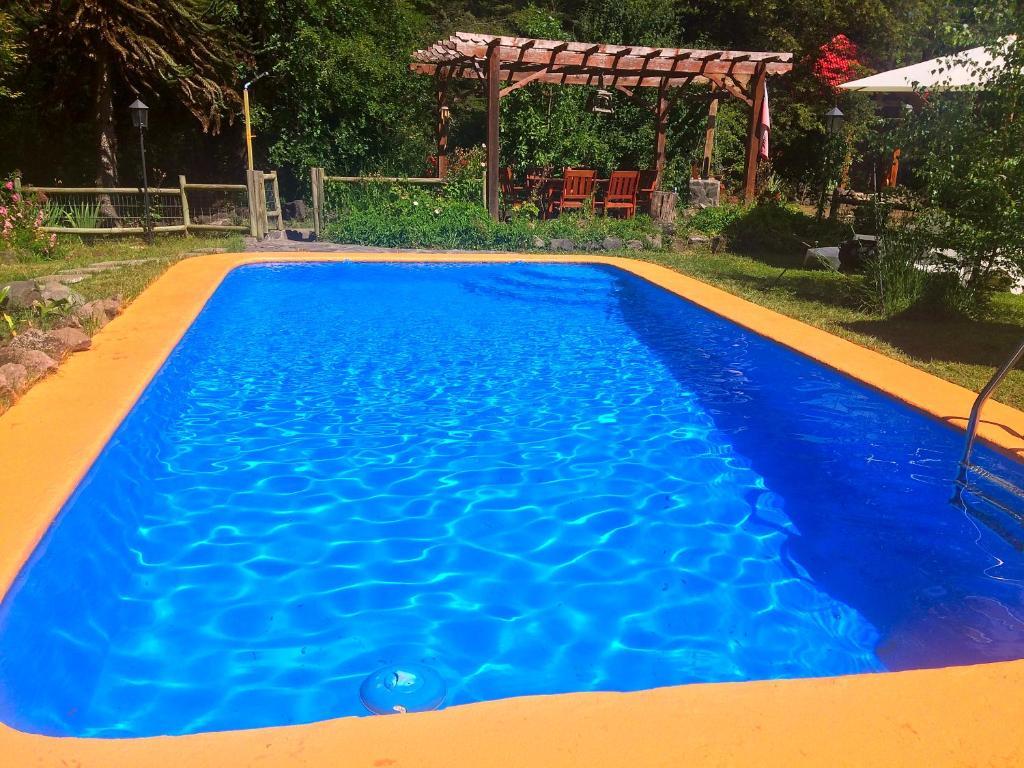 The swimming pool at or near La Cabaña de Piedra