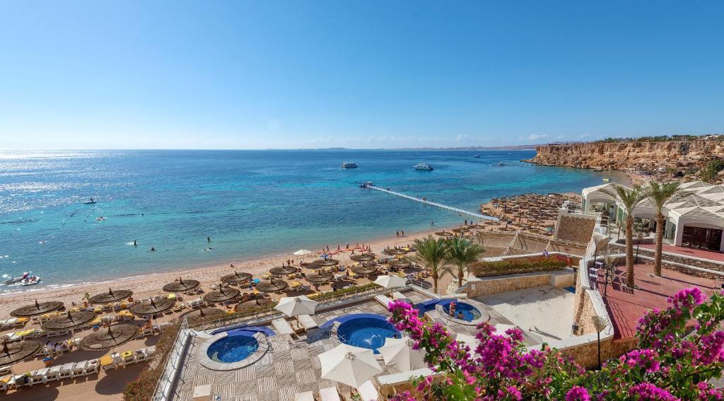 Uitzicht op het zwembad bij Sentido Reef Oasis Senses Aqua Park Resort of in de buurt