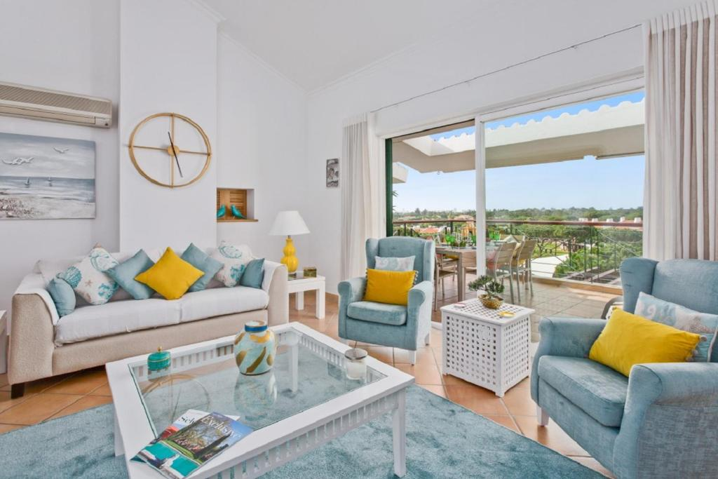 A seating area at Superb, relaxing and tranquil 3 bed Apartment in Central Algarve