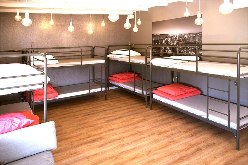 A bunk bed or bunk beds in a room at Su hostel