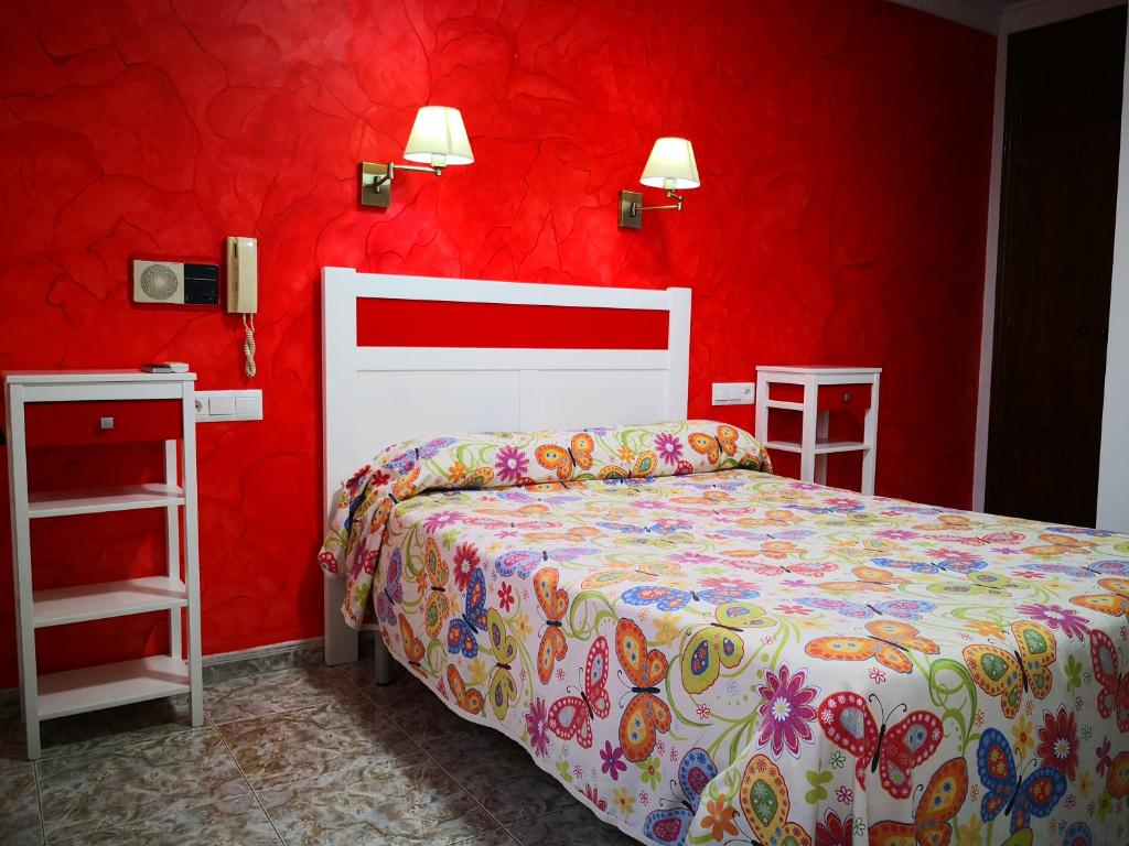 A bed or beds in a room at Hostal Doña Carmen