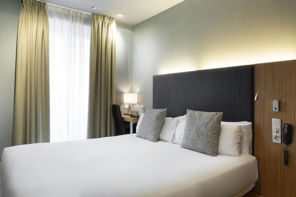 Cama o camas de una habitación en Petit Palace Tres Cruces