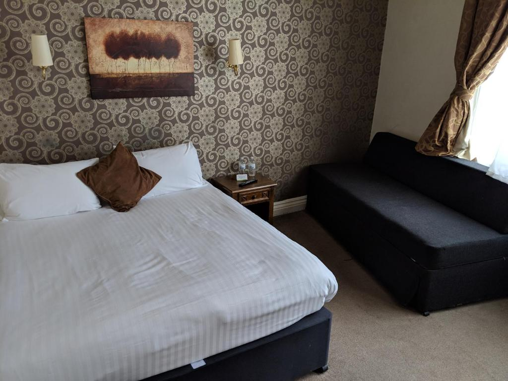 A bed or beds in a room at White Hart, Andover by Marston's Inns