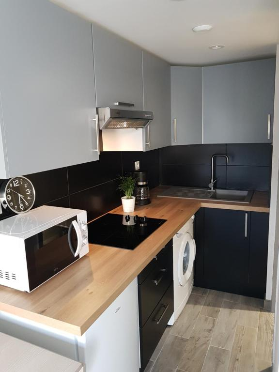 A kitchen or kitchenette at Victoria