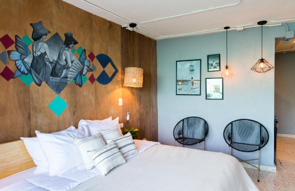 Een bed of bedden in een kamer bij Selina Cancun Downtown