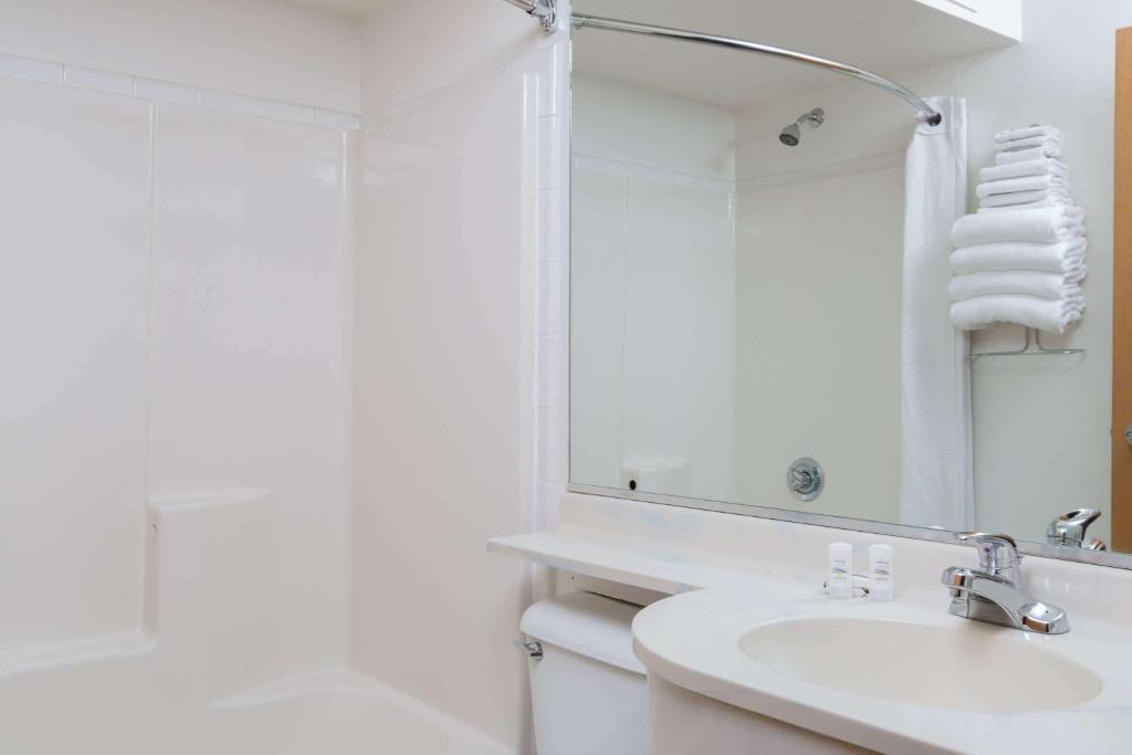 A bathroom at Microtel Inn & Suites Anchorage