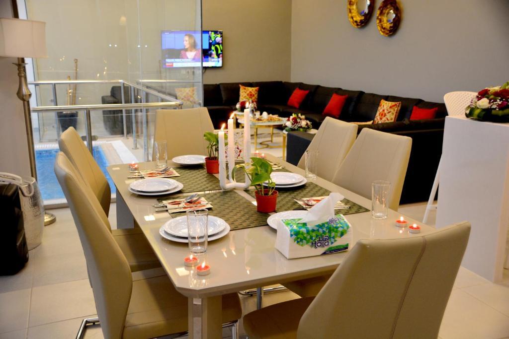 Um restaurante ou outro lugar para comer em Chalet Al Mas Kortoba