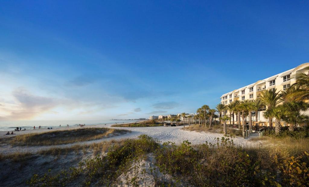 Hyatt Residence Club Sarasota, Siesta Key Beach during the winter