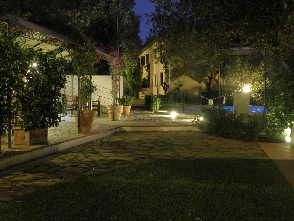 A garden outside Residence Torre Delle Viole