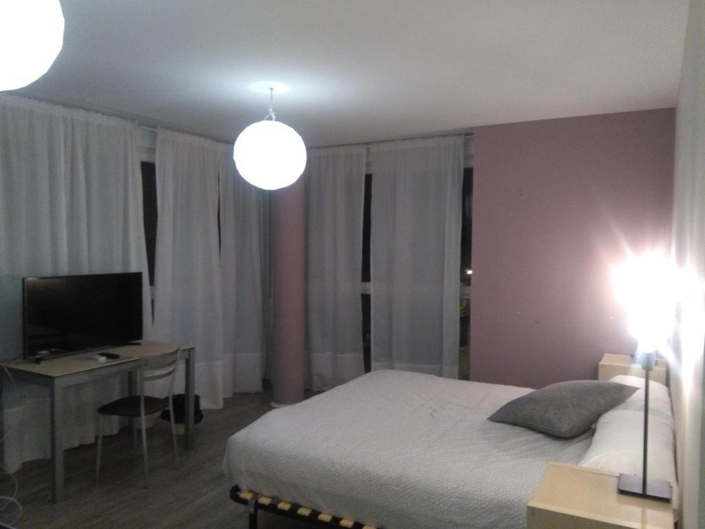 A bed or beds in a room at Hostal Consejo de Aranda