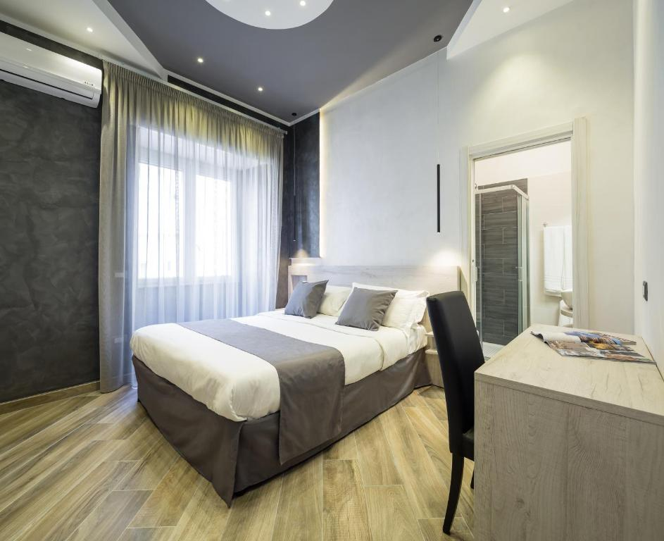 A bed or beds in a room at Hotel Bella Napoli