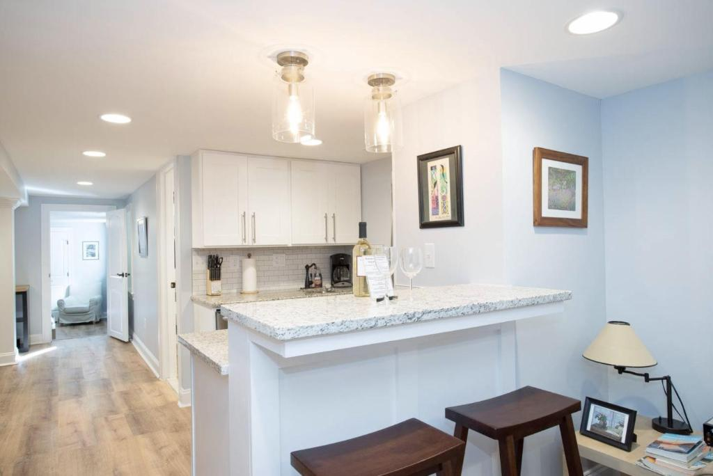 A kitchen or kitchenette at Sunny DC oasis w/ free parking!