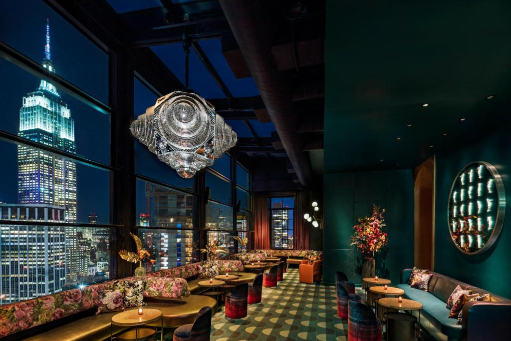 A restaurant or other place to eat at Moxy NYC Chelsea