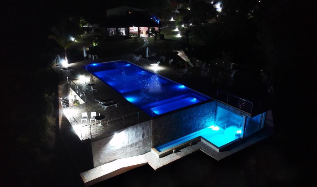 Uma vista da piscina em Pousada Monte Verde ou nos arredores