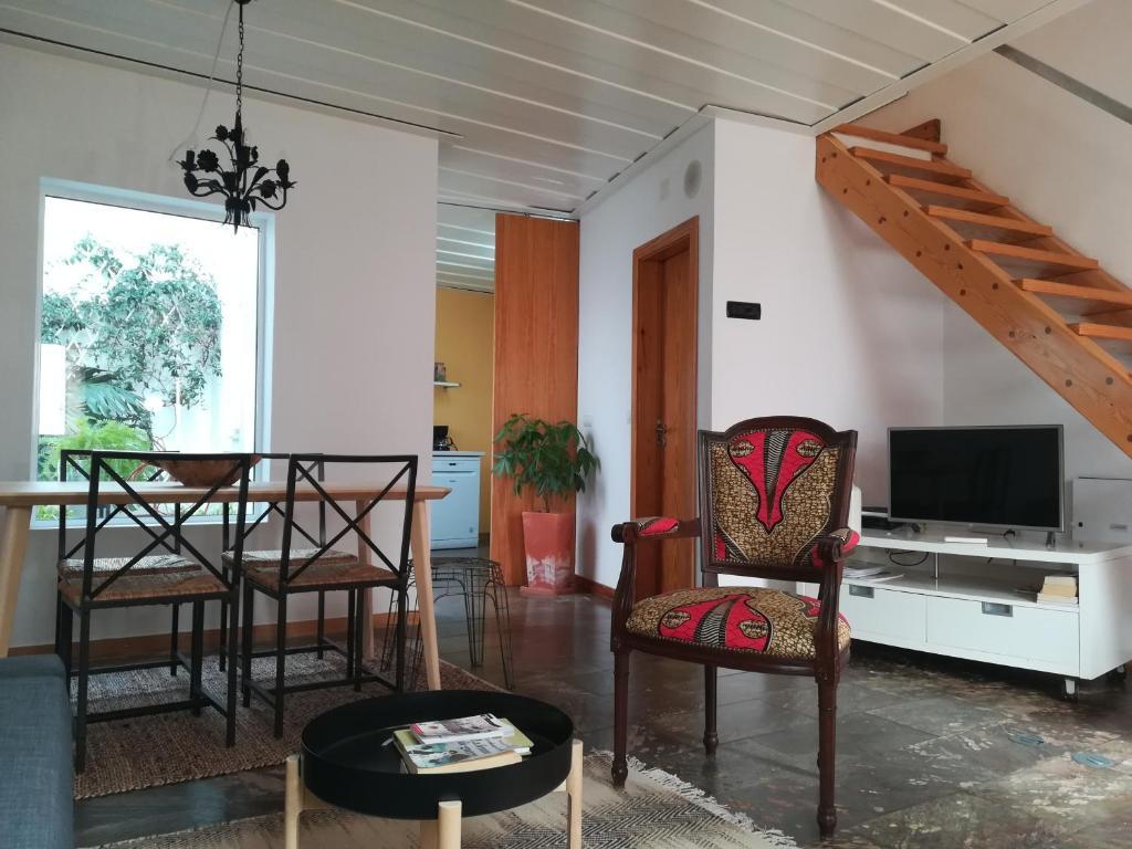 A seating area at Casa do Escudeiro
