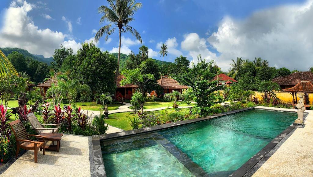 A view of the pool at Kubu Kangin Resort or nearby