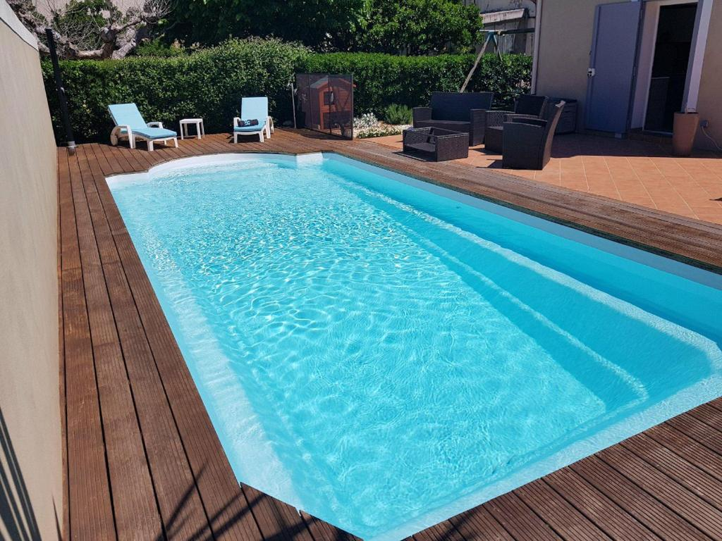 The swimming pool at or close to Villa Cottreau