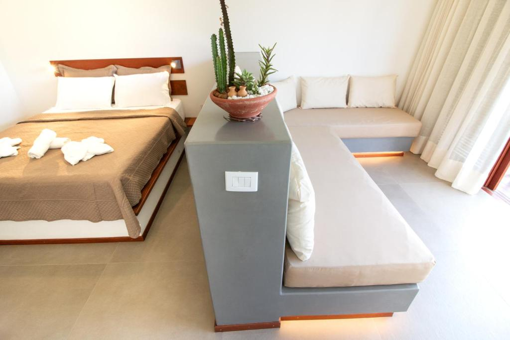 A bed or beds in a room at Portofino Pousada