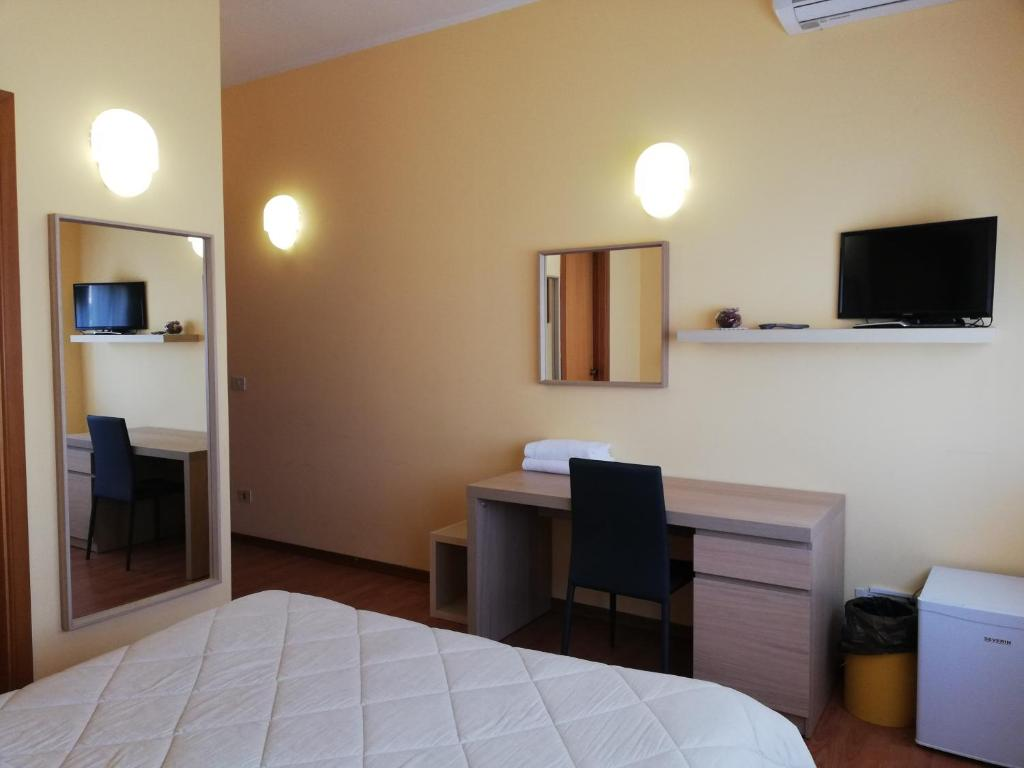 A television and/or entertainment center at Albergo Roma
