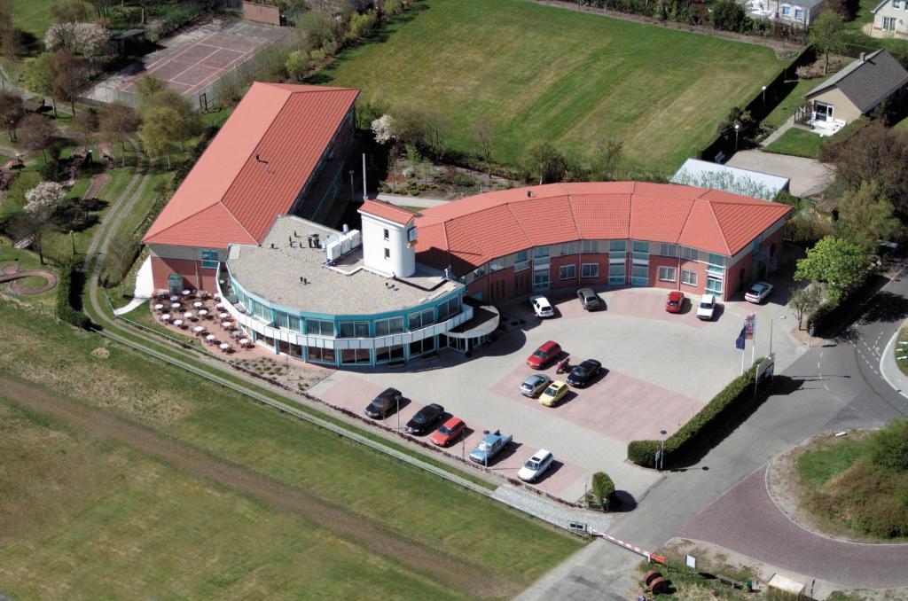 Blick auf Fletcher Duinhotel Hotel Burgh Haamstede aus der Vogelperspektive