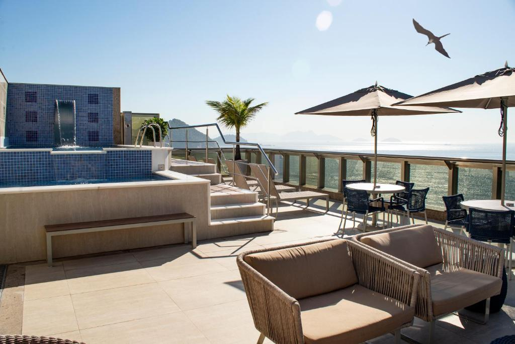 A balcony or terrace at Hotel Astoria Palace